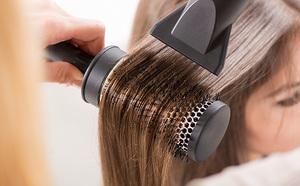 Как накрутить волосы на расческу-браш